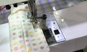 シュシュを輪に縫う方法