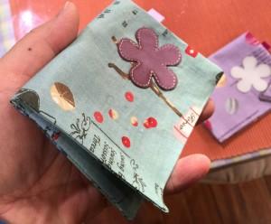 折って縫うだけ 手作りカードケース