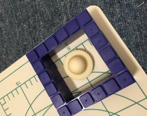 シリコンで片面の型を作る