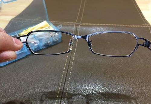 メガネのパッドを交換