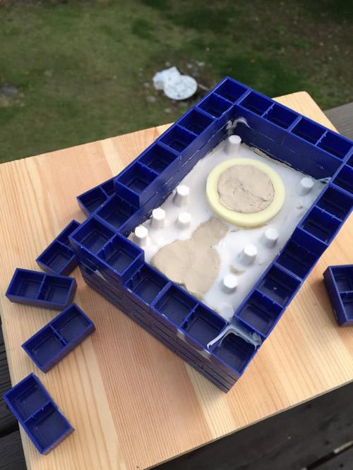 シリコンで型取り 片面の粘土を剥がす